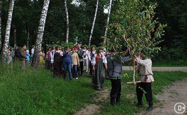 Праздник Троицы в Ясной Поляне