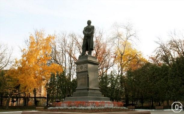 Возложение цветов к памятнику В.В. Вересаева