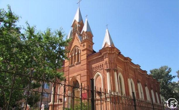 120 лет Католическому храму Святых Апостолов Петра и Павла