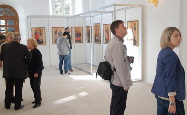 Выставка икон из иконостаса Успенского собора