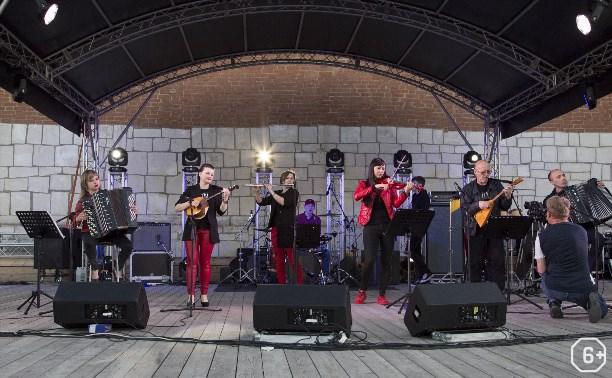 Кроссовер-ансамбль Red Sparrow Band
