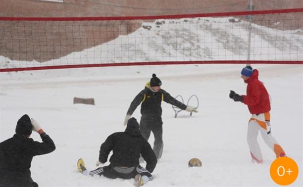 Пляжный волейбол на снегу