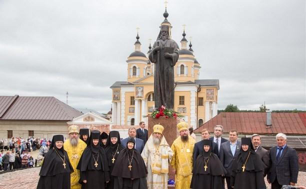 в монастыре открыт новый памятник