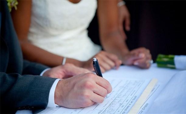 Верховный суд: супруги не обязаны хранить друг другу верность