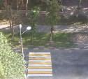 Пешеходный переход от подъезда к газону