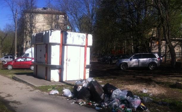 На Макаренко, 17 на месте спортплощиадки мусор и антисанитаря!
