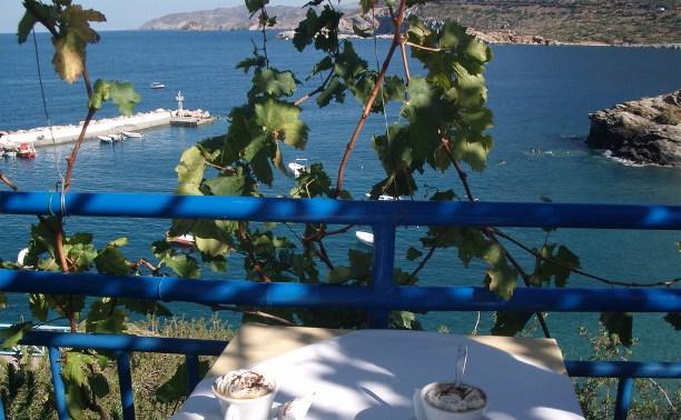 Что интересного в Греции в мае? там празднуют день Первомая!