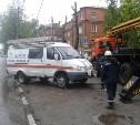 На улице Кирова дерево упало на тротуар.