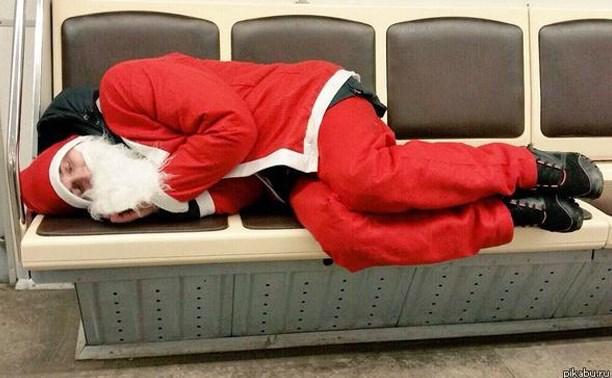 Новый год на носу, а Дед Мороз сдулся