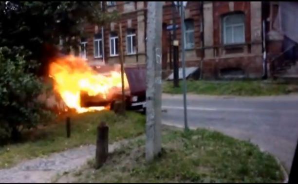 На перекрёстке Гоголевская/Пирогова сгорел автомобиль