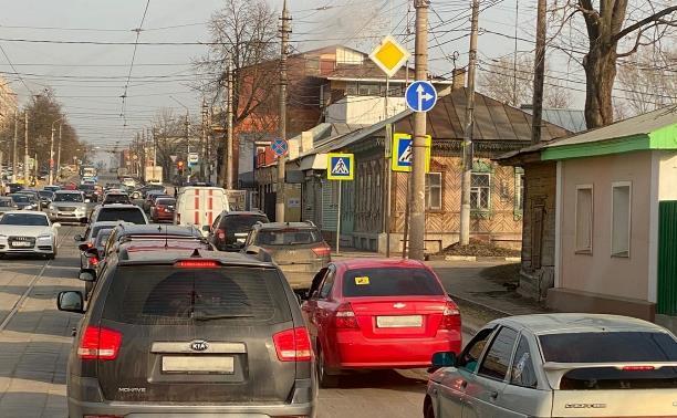 Зачем запретили поворот налево на улицу Осташева?