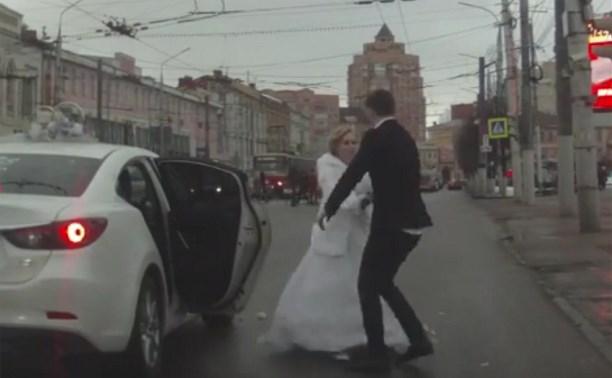 Свадьба по-тульски: жених, избитый букетом