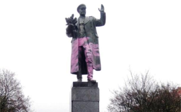 Памятник Ивану Коневу осквернили в Праге!