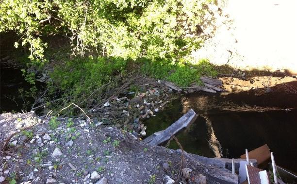 Работники РЖД  загрязняют реку Воронка в Туле