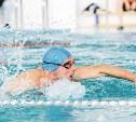 Болят колени? Плавайте!