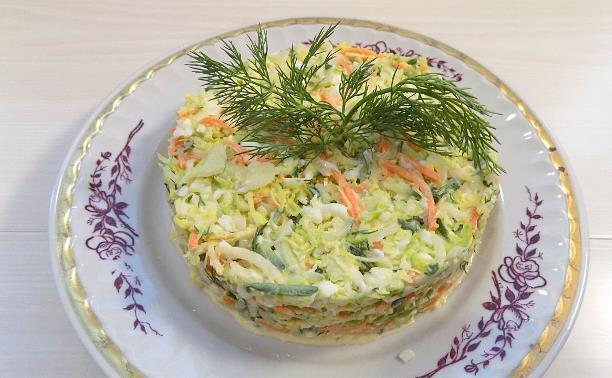 Овощной витаминный салат из капусты с яйцами