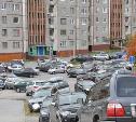 Парковки и дворы.