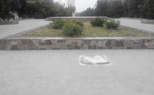 Из сквера на улице Белкина исчез памятник