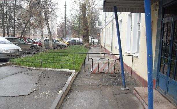 Почему перекрыли тротуар на ул. Жаворонкова, рядом с Военным комисариатом?