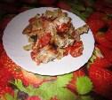 Мясо с помидорами и сметаной