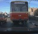 Торопыга на трамвайных путях