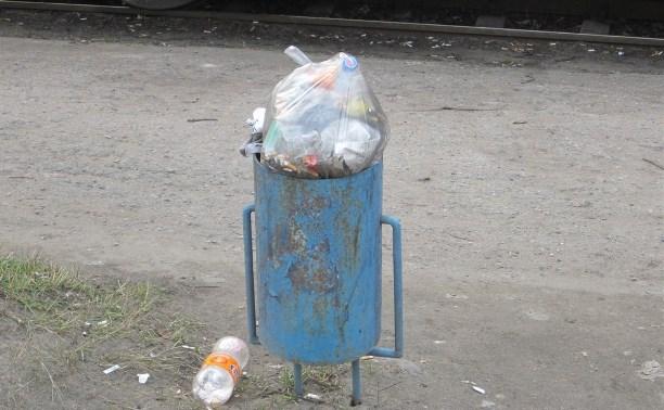 Бытовой мусор в урне