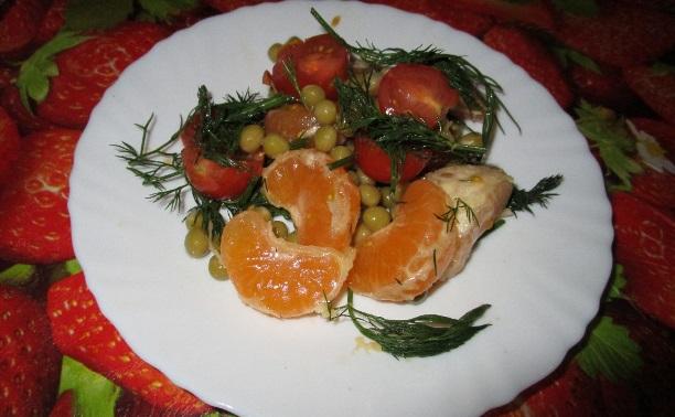 Салат с помидорами и мандаринами
