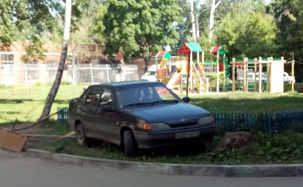 Как не стоит парковаться. Или следующий придурок!