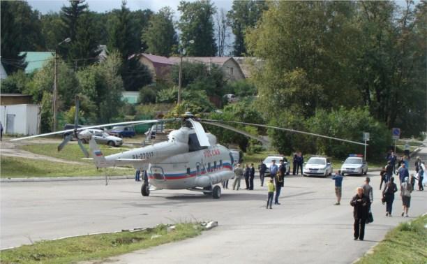 Возле Ясной Поляны приземлился вертолёт МИ-8