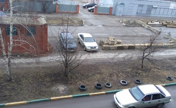 Машины на тротуаре