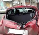 В Новомосковске на припаркованный автомобиль упал лёд