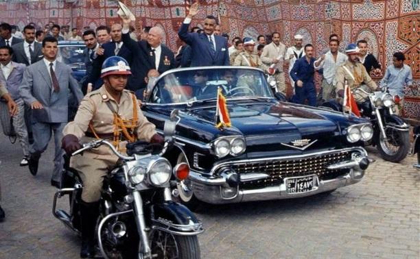 14 мая: Хрущев вручил президенту Египта подарок, сделанный туляками