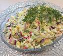 Салат из крабовых палочек с огурцом, сыром и яйцами