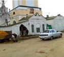 В Крапивне КамАЗ въехал в храм...
