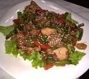 Теплый салат с курицей и овощами по азиатски