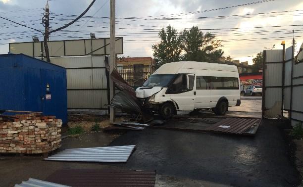ДТП с участие маршрутного такси на Одоевском ш.