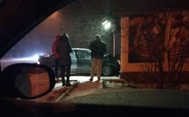 В Щекино столкнулись авто и магазин.