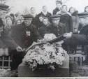 18 ноября: матросы крейсера «Варяг» приехали на могилу командира Всеволода Руднева