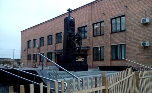 В Туле установлен памятник тулякам-оружейникам