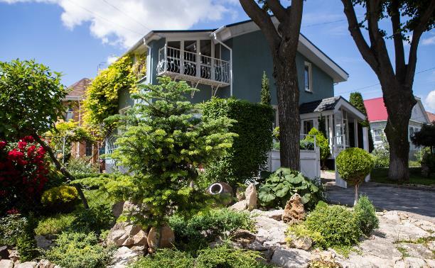 Туляки разбили на даче маленький сад в средиземноморском стиле
