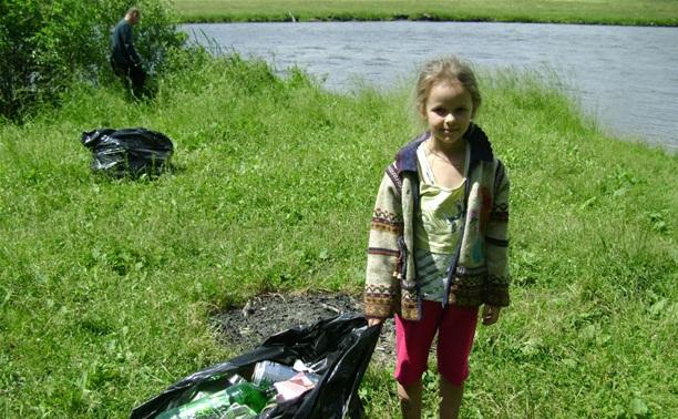 На берегу речки в Донском активисты устроили уборку