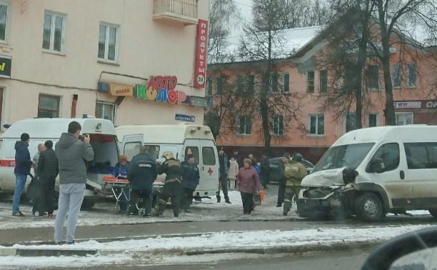 Авария маршрутки и Нивы в Туле на ул.Кутузова