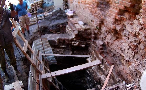 Раскопки во дворе дома по ул. Металлистов, д. 8