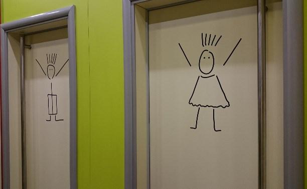 skritaya-kamera-v-tualete-vozle-dorogi-lezbi-s-dani-deniels-smotret-na-gorod-fuk