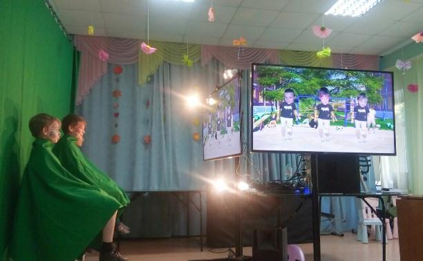 Счастливые улыбки на лицах детей)