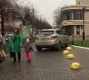 """""""Хендэ"""" водителя-инвалида паркуется на тротуаре Красноармейского проспекта"""