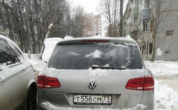 Наглый водитель нарушает правила