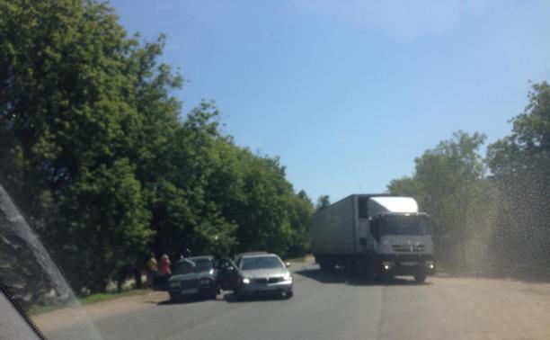 Три автомобиля столкнулись на Скуратовском шоссе