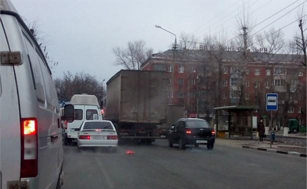 На ул Кирова грузовик поцарапал Ладу Гранту . Цап - царап!