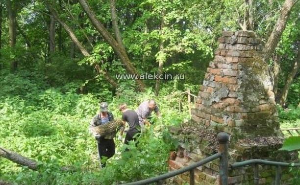 Благоустройство захоронения в д. Горушки идет полным ходом